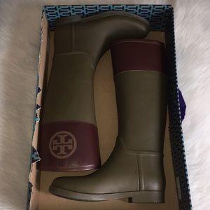 Tory Burch Classic rain boot in olive / almond 9